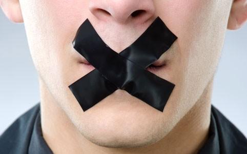 Неприятный запах изо рта может свидетельствовать о развитии печёночной недостаточности