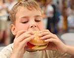 Блюда для детей все еще содержат слишком много жиров и натрия