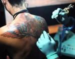 Медики: нанесение татуировки может вылиться в инфекции и рак
